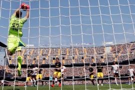 La solidez del Atlético puede con el empuje del Valencia