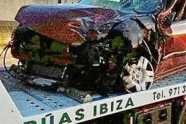 Un choque entre un turismo y una furgoneta en Jesús causa varios heridos y el corte de la carretera
