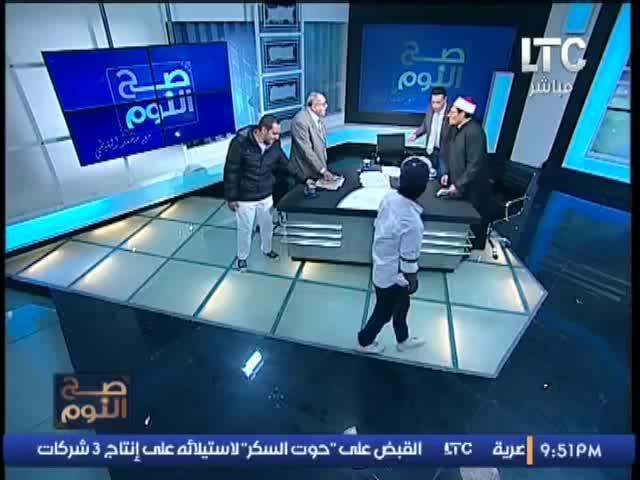 Una discusión por el uso del velo en la televisión egipcia acaba a zapatazos