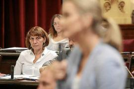 Gritos y reproches en el debate sobre la Abogacía