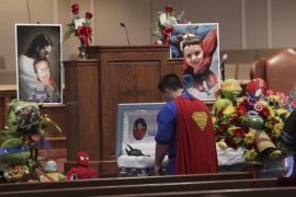 Un funeral lleno de superhéroes