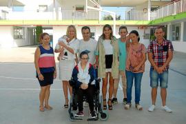 La Fundación Abel Matutes dona una silla de ruedas a una joven con parálisis cerebral