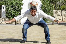 «A veces he pensado dejarme de nuevo la trenza viendo el éxito que está teniendo Pablo Iglesias»