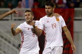 España derriba el muro defensivo de Albania y da un golpe de efecto al grupo