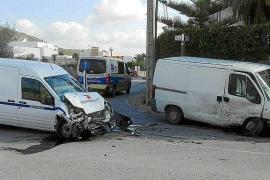 Dos heridos en un choque frontal entre dos furgonetas en Sant Jordi