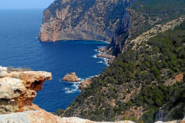 La Guardia Civil investiga la muerte de un hombre hallado en una cueva de Santa Agnès