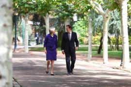 Rajoy asegura a Theresa May que no alentará la secesión de Escocia