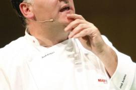 El cocinero español José Andrés logra sus dos primeras estrellas Michelin
