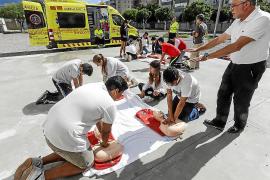 Un centenar de jóvenes aprenden a salvar vidas