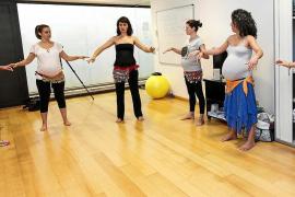 Danza del vientre para lograr un parto en movimiento