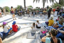 Los ritmos del jazz atraen a decenas de personas a ses Figueretes