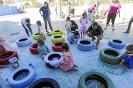 Alumnos, familias y profesores dan vida al patio del colegio Can Misses