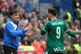 El entrenador del Eibar lamenta que el vídeo sexual de Enrich y Luna haya hecho olvidar el empate en Madrid