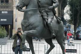 Escultura ecuestre del general Franco sin cabeza