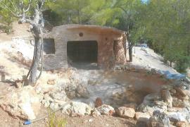 Santa Eulària desmantela un asentamiento ilegal que se había levantado en honor al dios Bes