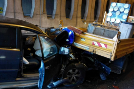 Heridos dos conductores en sendos accidentes graves causados por el asfalto mojado