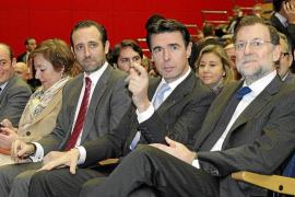 Bauzá busca apoyos del sector turístico para lograr que Rajoy le nombre ministro