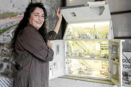 Ángeles Calvache muestra sus creaciones en un 'pequeño gran mundo en miniatura'