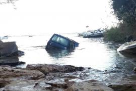 Último vehículo recuperado de las lluvias torrenciales del viernes