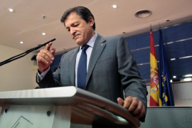Fernández insiste en persuadir a los defensores del 'no' a Rajoy y evitar sanciones