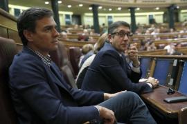 Pedro Sánchez vuelve al congreso sin desvelar si el sábado votará en contra