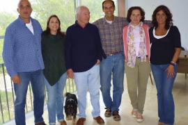 Comida de compañerismo entre miembros y simpatizantes del Hogar Canario