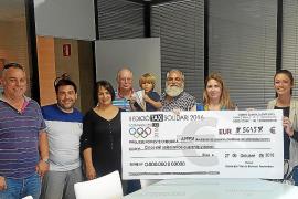 Los taxistas donan 5.645 euros a la asociación Apfem