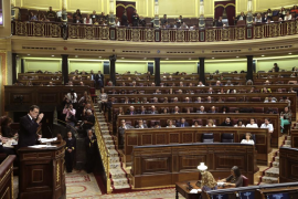Al menos doce de los 84 diputados del PSOE votarán 'no' a la investidura de Rajoy