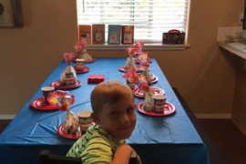 El pesar de una madre tras ver a su hijo solo en el día de su cumpleaños