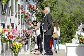 Días de honra entre santos y difuntos en los camposantos de Vila