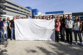 Los trabajadores de ambulancias se concentran en Can Misses para exigir el pago de los atrasos