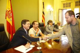 Los grupos que apoyan al Govern critican a Matas por comparecer para «tirar balones fuera»