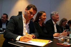 Rivera acusa a Rajoy de hacer un Gobierno pensando «más en su partido que el país»