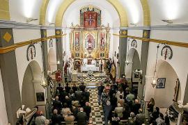 Misa, procesión y 'ball pagès' para todos en el día grande de Sant Carles