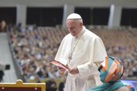 El Papa lamenta que no se salve a los refugiados pero se rescate a los bancos
