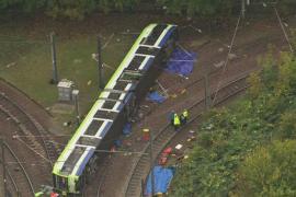 Siete muertos y 50 heridos al descarrilar un tranvía en Londres
