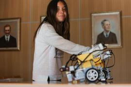 El robot josepí 'ARE' en la World Robot Olympiad de Nueva Delhi