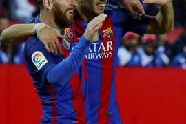 LaLiga denuncia cánticos ofensivos de aficionados del Sevilla contra Suárez y el Barcelona