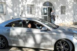 Pablo Valdés acude al retén de la policía para pedir disculpas y sólo encuentra a seis agentes