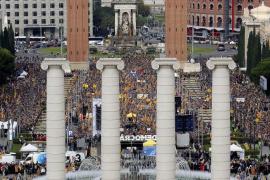 Miles de personas se concentran en Barcelona en apoyo a los cargos electos soberanistas