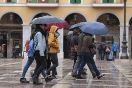 Decretada la alerta amarilla por viento, lluvia y fenómenos costeros en Balears