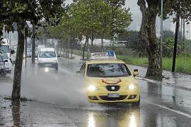 Intensas lluvias y fuerte viento azotan las Pitiusas