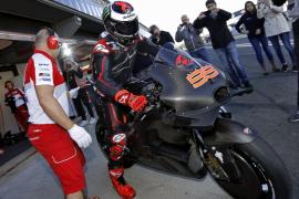 Lorenzo se tiñe de negro en su estreno con Ducati