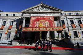 El Rey preside la solemne apertura de las Cortes de la XII legislatura en el Congreso