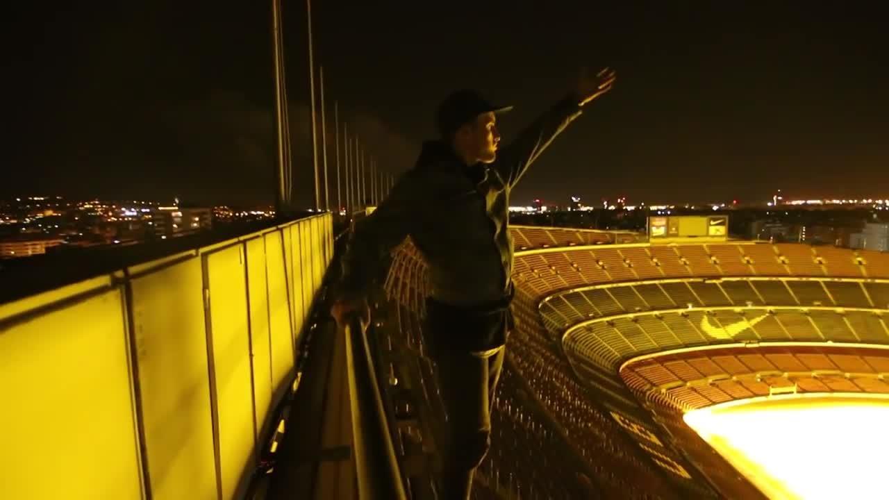 Se cuelan en el Camp Nou de madrugada practicando 'parkour'