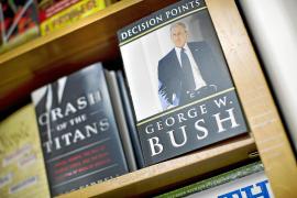Bush se presenta como un «disidente» que se opuso a la guerra de Irak