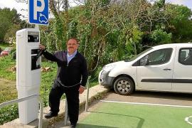 Sant Joan instala su primer punto de recarga para vehículos eléctricos