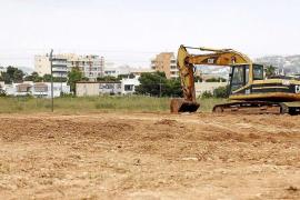 El Govern no piensa retirar la tierra de las obras de la autovía en terrenos de Matutes
