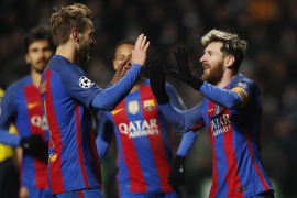 Messi mete al Barça en octavos