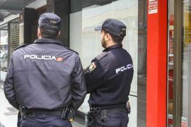 La Policía interviene en Madrid 180.000 euros ocultos en cuñas de zapatos de mujer